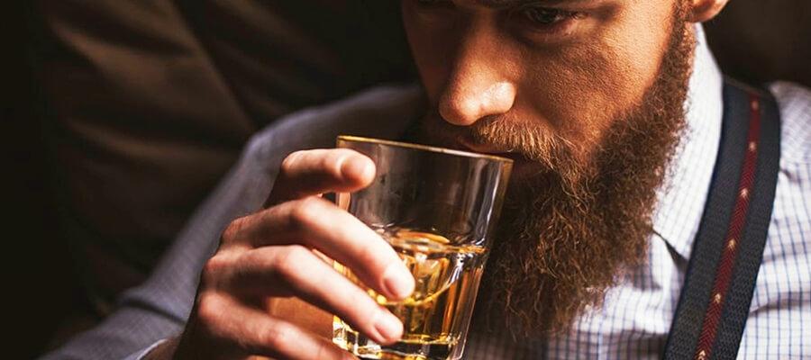 Jaki alkohol dla wujka na 50. urodziny? Pomagamy wybrać!
